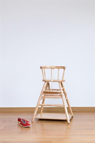 Vaikiška maitinimo kėdutė.